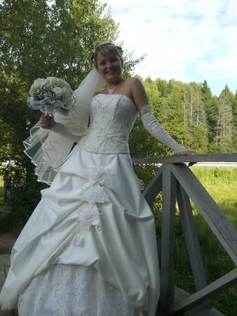 Купить недорогое свадебное платье б/у в Омске.